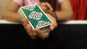Menata Kartu Tarot